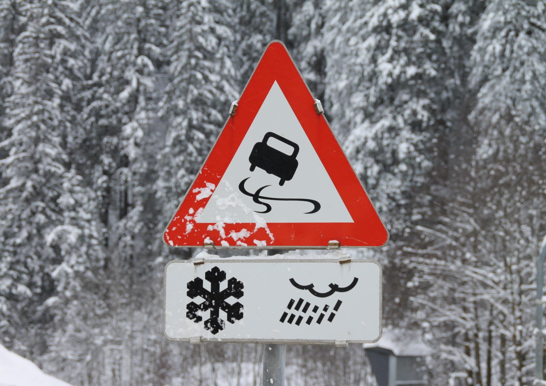 Tipps zum Fahren bei Eis und Schnee